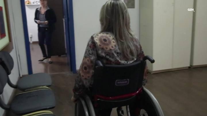 Com elevador inaugurado, vereadora de Guaíba consegue acessar a Câmara