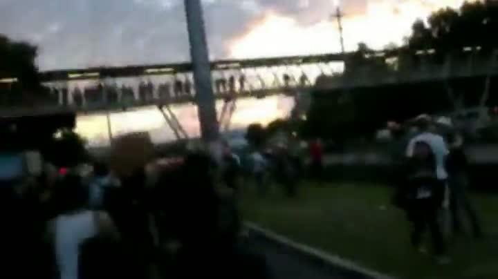 Manifestante é ferido durante protesto em frente à PUCRS
