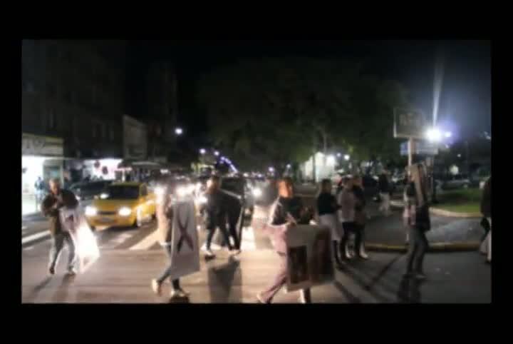 Familiares de vítimas protestam pela soltura dos réus da Kiss em Santa Maria