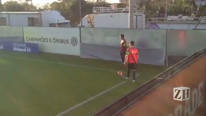 Seleção Brasileira treina bola aérea no CT do Inter