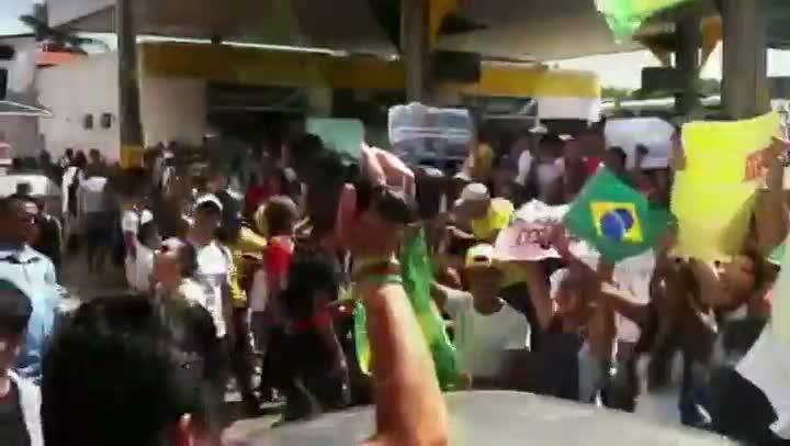 Centenas de manifestantes, estudantes na maioria, fazem ato contra a Copa no caminho para a Arena Castelão. 19/06/2013