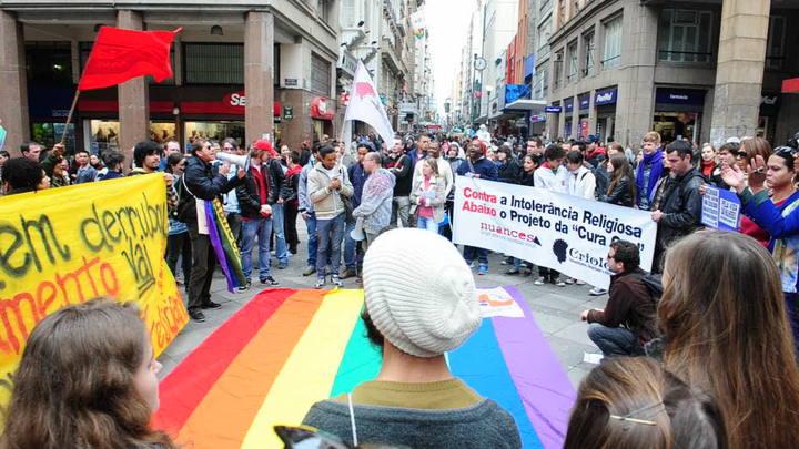 """Ativistas protestam contra projeto da \""""cura gay\"""""""