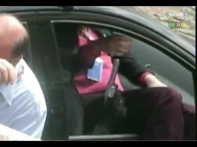 TVCOM 20 Horas - Empurra-empurra na prevenção de incêndios: após fogo na Sogipa, prefeitura alega que clube não estava com laudo em dia - Bloco 1 - 25/10/2013