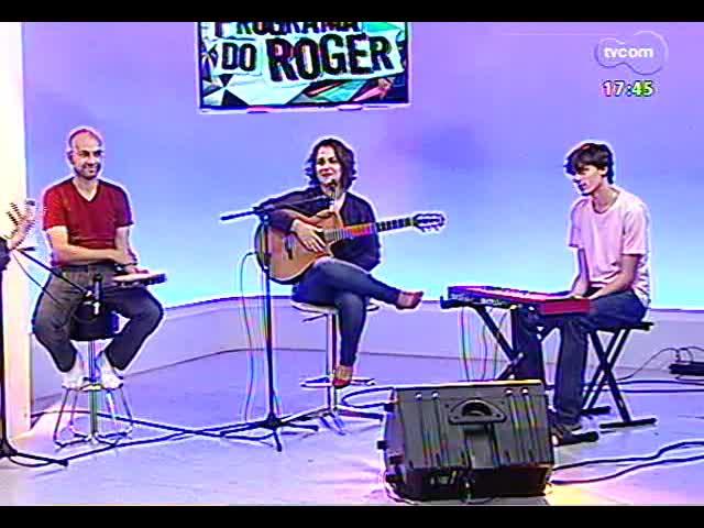 Programa do Roger - Cantora Gisele de Santi fala de seu segundo álbum, \'Vermelhos e demais matizes\' - bloco 1 - 28/10/2013