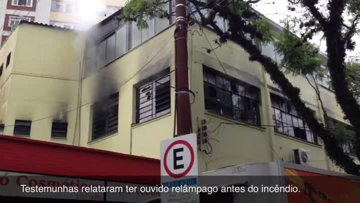Incêndio atinge depósito de loja no Bairro Bom Fim, em Porto Alegre. 10/01/2014