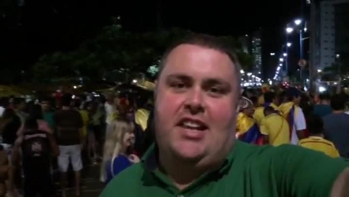 Gigante na Copa: torcedores de Brasil e Colômbia fazem duelo de cantos em Fortaleza