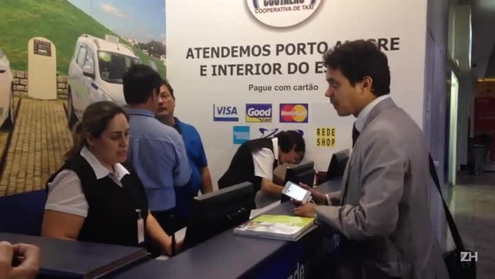 ZH testa o novo sistema público para pagamento antecipado de corridas de táxi em Porto Alegre