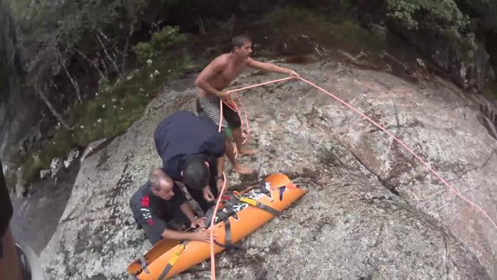 Resgate de vítima na Cachoeira do Salto, em Santo Amaro