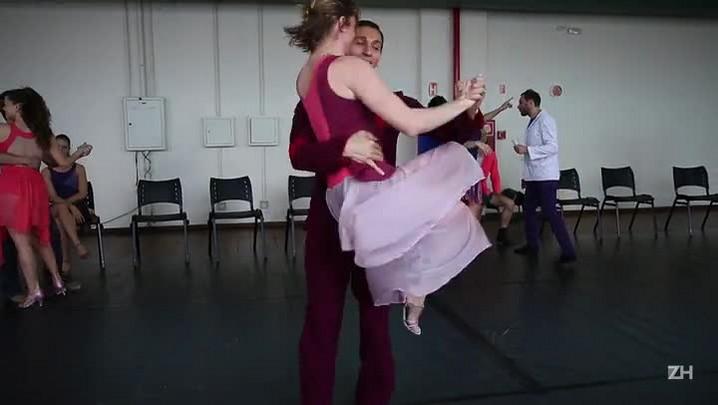 Cia. Municipal de Dança comemora primeiro ano