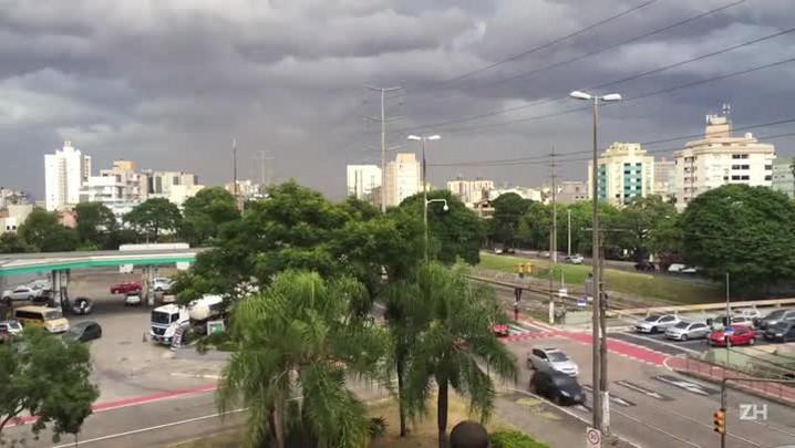 Veja a chegada da chuva em Porto Alegre