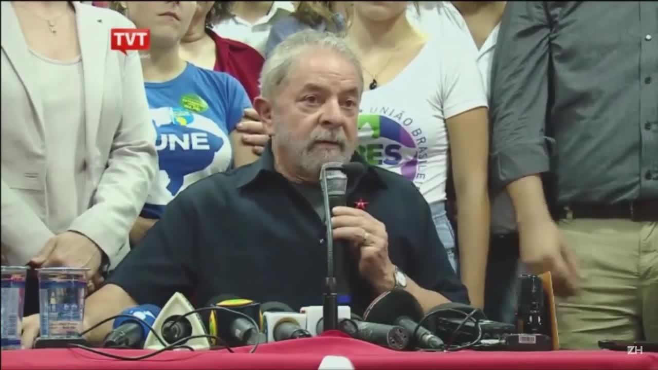 Lula faz pronunciamento após depor na Polícia Federal