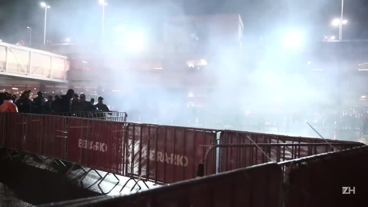 Torcida protesta e é dispersada pela BM