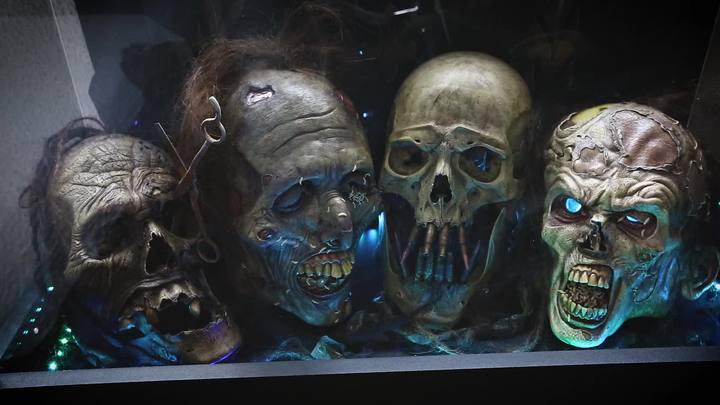 Conheça Leo Dias de Los Muertos, o escultor de horrores