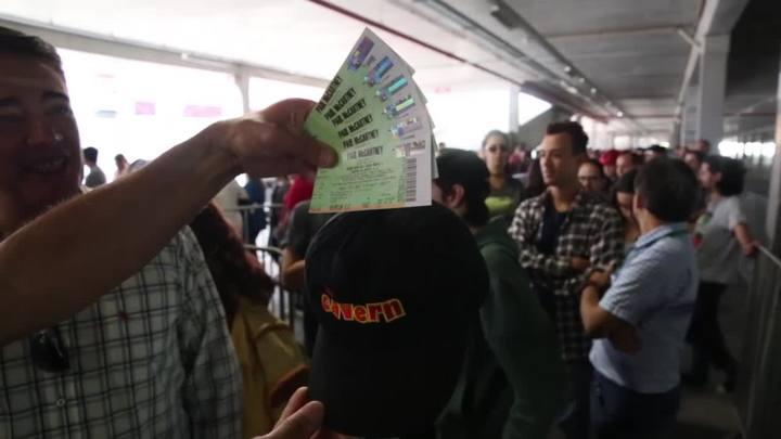 Fãs fazem fila para comprar ingressos para o show de Paul McCartney