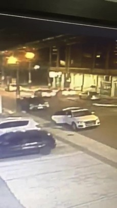 Mulher tem carro levado por assaltantes enquanto colocava os filhos no veículo em Balneário Camboriú