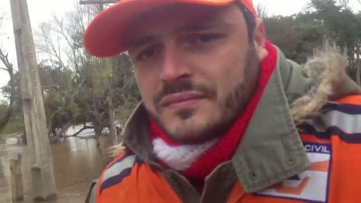 Nível do Rio dos Sinos sobe e deixa casas ilhadas em São Leopoldo. 14/08/2013