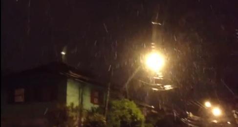 Serra gaúcha registra queda de neve. 26/08/2013