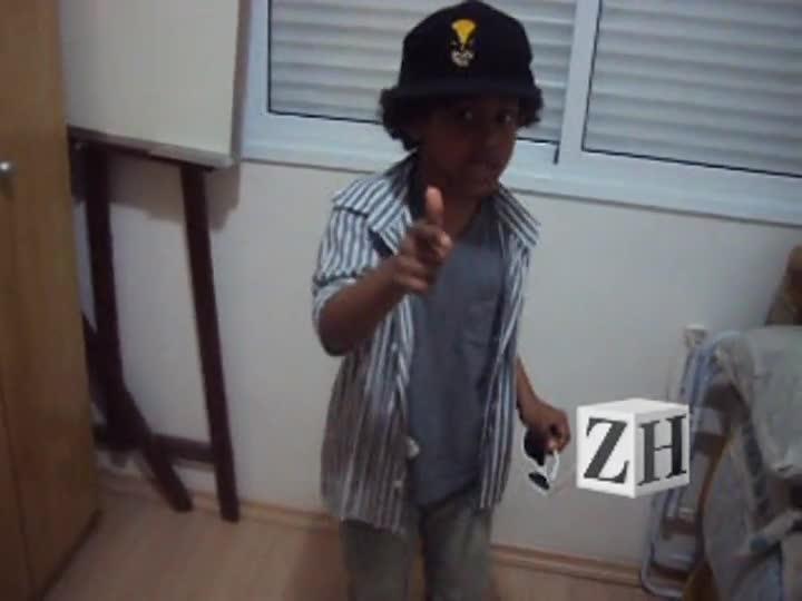 "Caça-Talentos ZH: Denis Vieira canta \""Vagalumes\"""