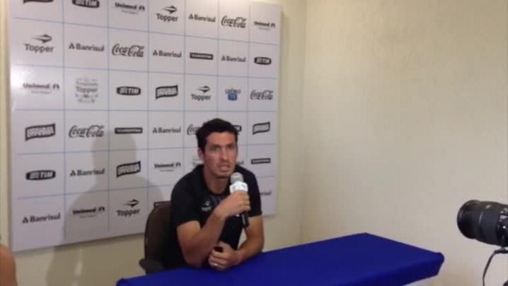 Paraguaio Cristian Riveros avalia a forma de trabalhar do técnico Enderson Moreira e a intensidade de trabalhos. 15/01/2014