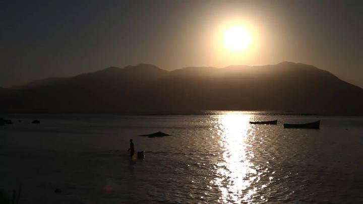 Vídeo mostrando o pôr-do-sol do Ribeirão da Ilha
