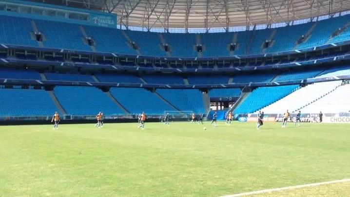 """Após treino, Barcos diz que Grêmio está \""""mais inspirado\"""" para Gre-Nal. 29/03/2014"""