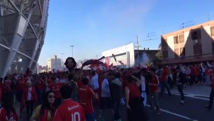 Torcedores fazem homenagens a Fernandão no Beira-Rio.