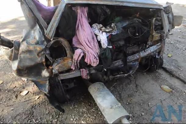 Carro ficou carbonizado após acidente em Joinville