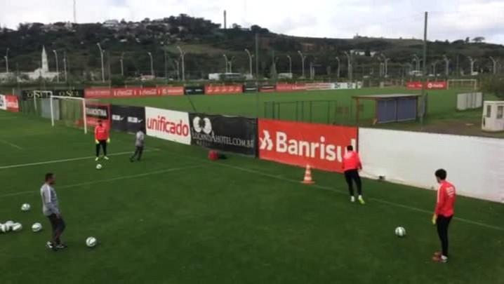 Veja o trabalho dos goleiros do Inter no treino desta manhã