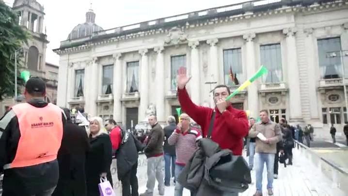 Servidores da Segurança protestam em frente ao Piratini