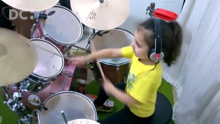 Conheça Eduarda Henklein, a beterista catarinense de apenas seis anos