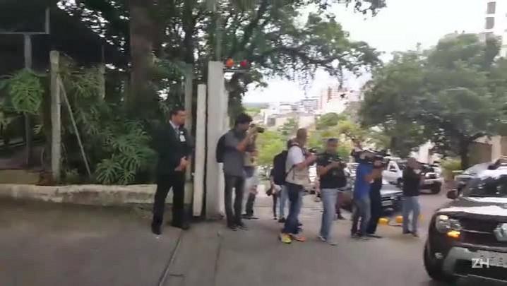 Comitiva de Dilma chega a hospital para conhecer neto da presidente