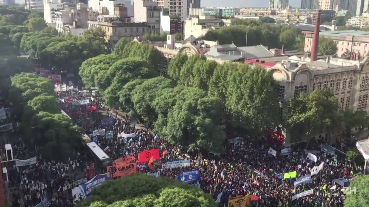 Protestos contra Macri reúnem centrais sindicais