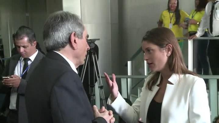 Senadores debatem impeachment nos bastidores