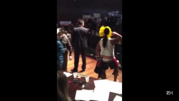 Índios ocupam palco do Dante Barone em protesto à CPI da Funai