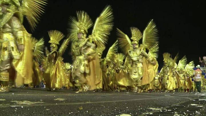 Escolas de samba abrem carnaval de São Paulo