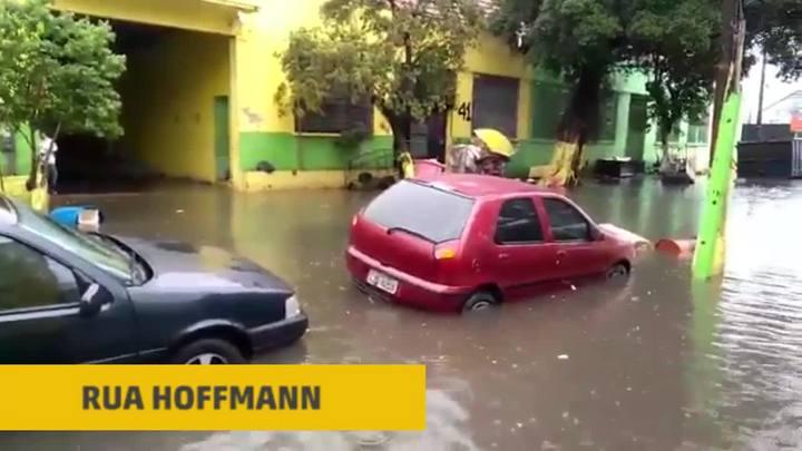 Chuva forte alaga vias e causa transtornos em Porto Alegre