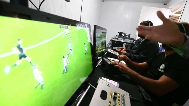 Conheça os bastidores do contêiner onde ficará o árbitro de vídeo na Arena do Grêmio