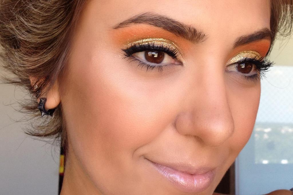 Maquiagem ousada e cheia de brilho para o Ano-Novo