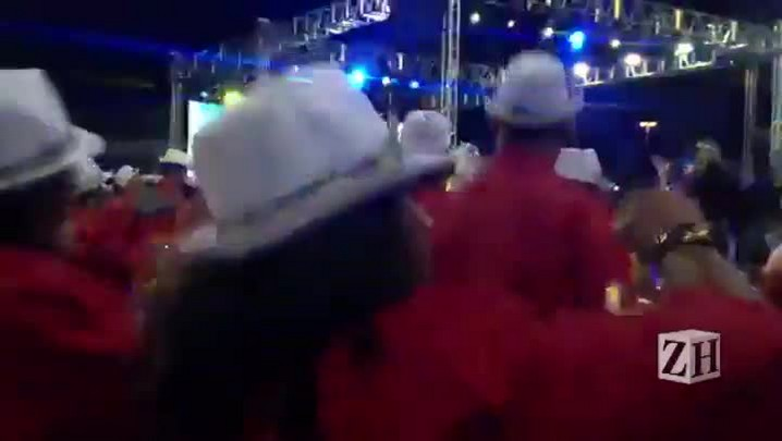 Ritmistas da Samba Puro preparam o recuo da bateria
