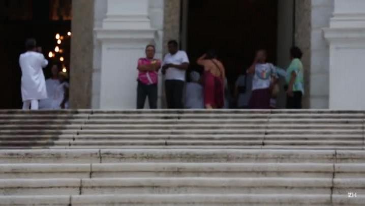 Samba na Igreja das Dores para abrir os caminhos