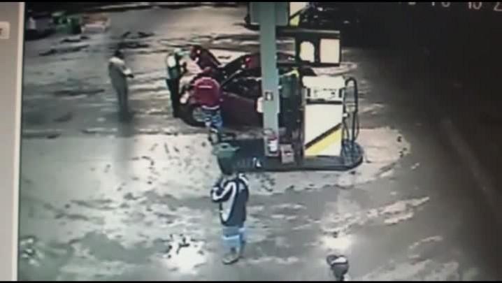 Homem é morto a tiros em posto de combustíveis em Taquara