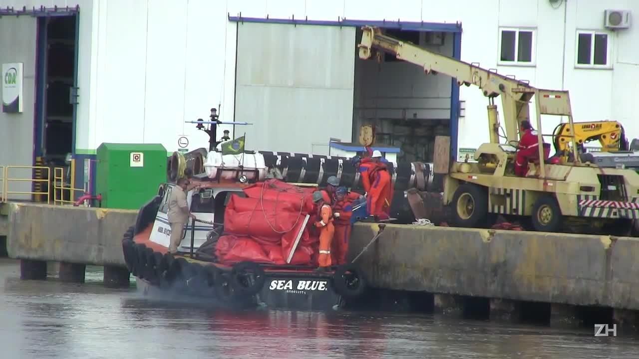 Técnicos se mobilizam para conter vazamento de petróleo no Litoral Norte