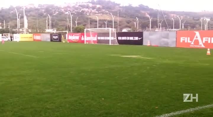Jogadores do Inter treinam no CT Parque Gigante