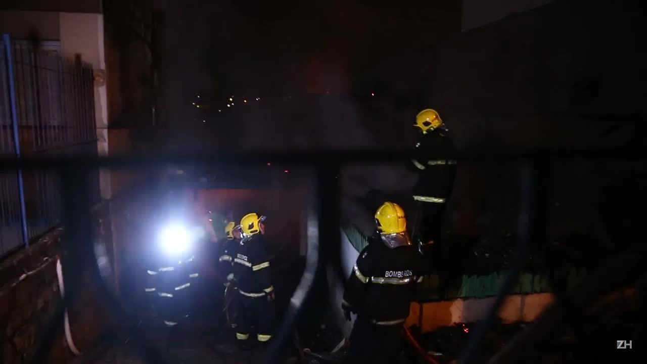 Incêndio atinge casa no bairro Medianeira, em Porto Alegre