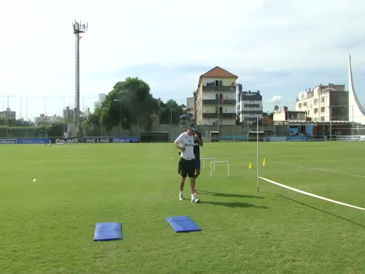 Vargas faz treino físico no Olímpico
