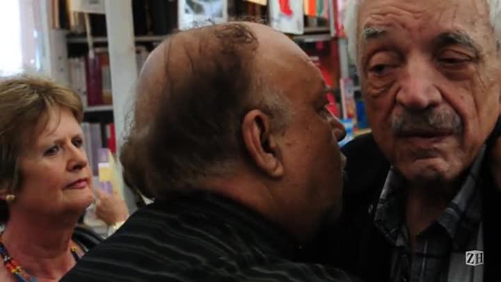Paulo Sant\'ana encontra fãs colorados na Feira do Livro