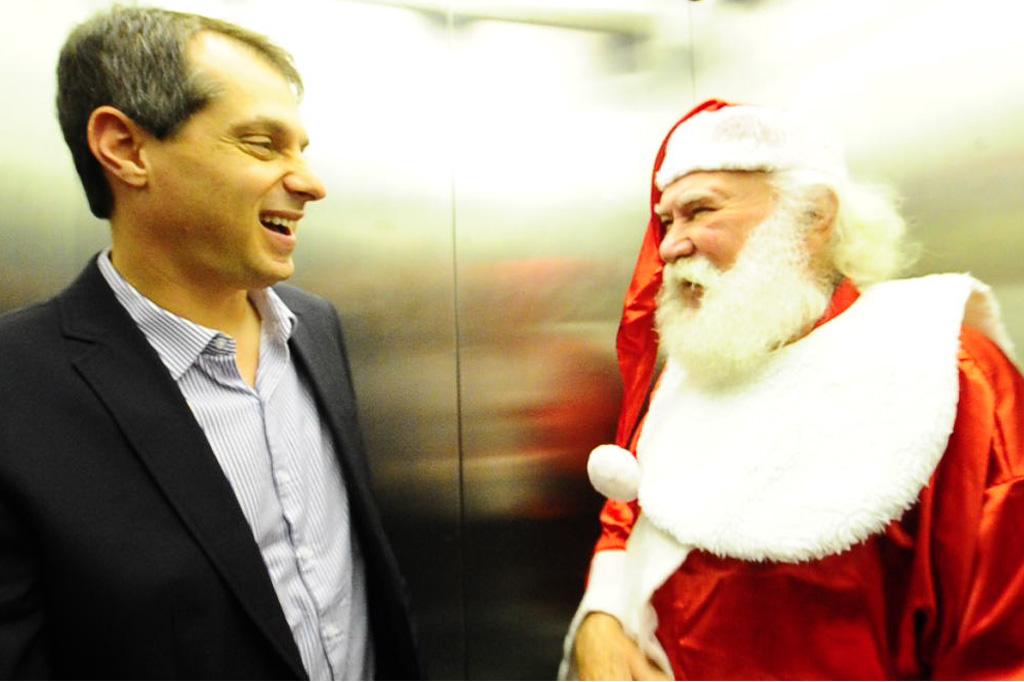 """Conversa de Elevador: \""""O que me sobe o sangue é a educação dos pais e das crianças\"""", diz Papai Noel"""