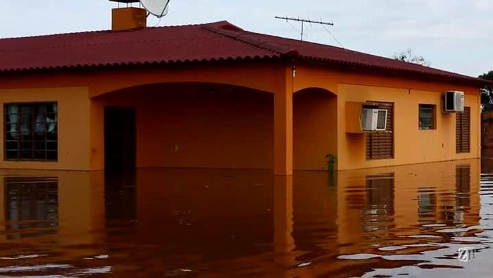 Veja cenas da enchente em Itaqui