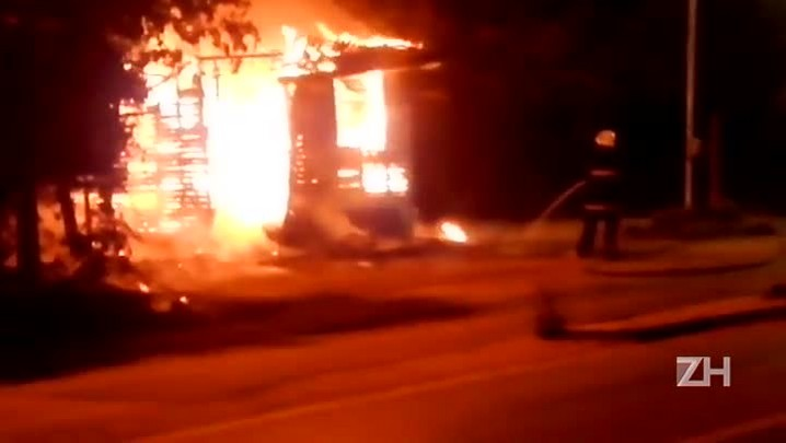 Dupla rende agentes de trânsito e incendeia base do departamento em Eldorado do Sul