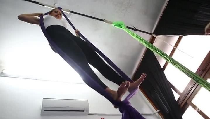 Conheça a dança aérea, uma atividade que trabalha a força de forma lúdica